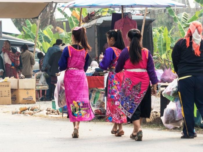 Young Lisu shopping